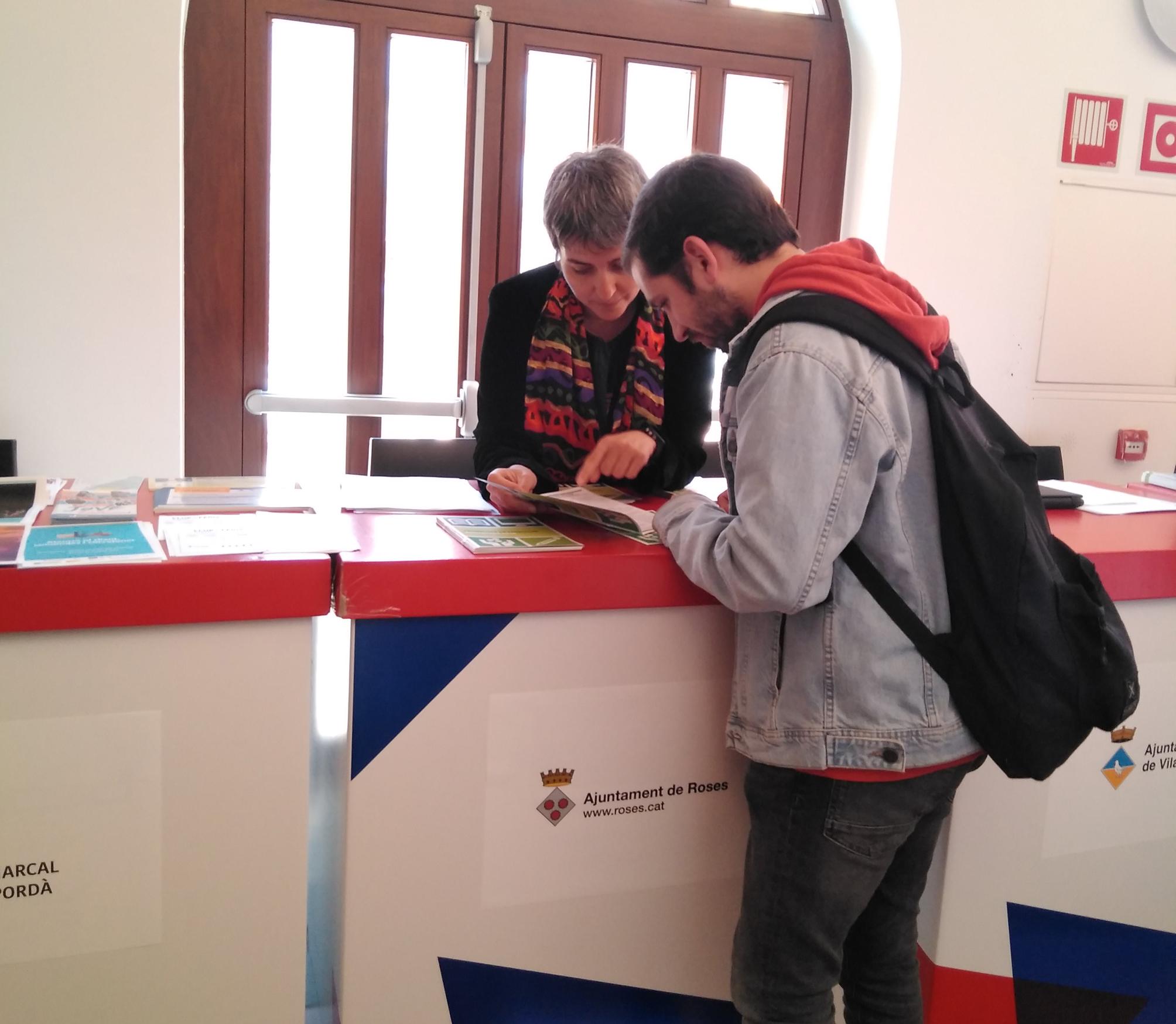 378 joves i 300 majors de 45 anys han participat a la Fira d'Ocupació Alt Empordà. TreballemGI.
