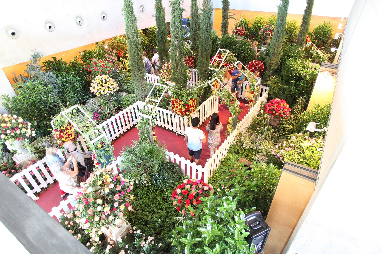 Roses consolida la Fira de la Rosa com a proposta d'oci familiar de la primavera a la Costa Brava