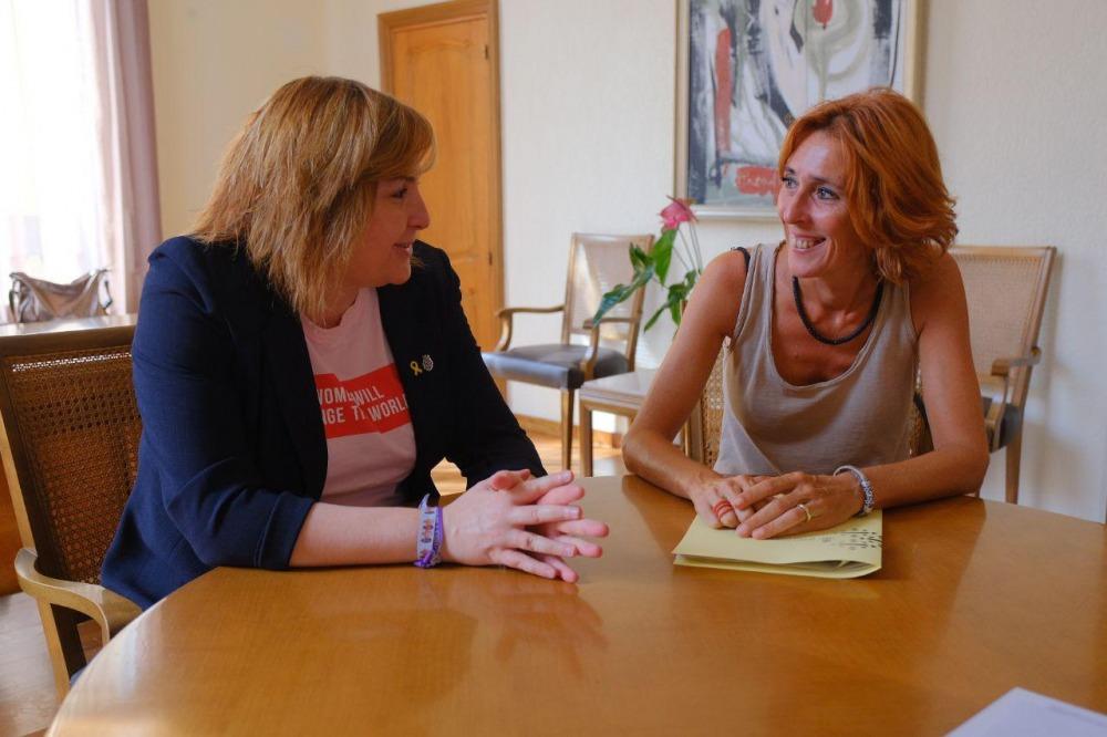 La presidenta del Consell Comarcal es reuneix amb l'alcaldessa de Figueres