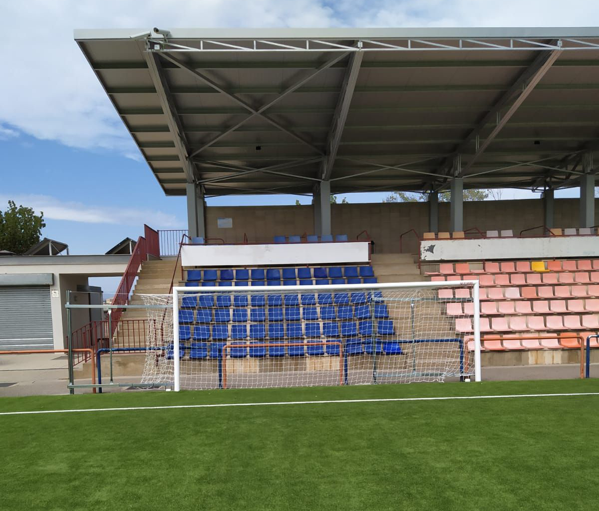 L'Estadi Municipal i el Camp de la Vinyassa renoven les porteries de futbol 7