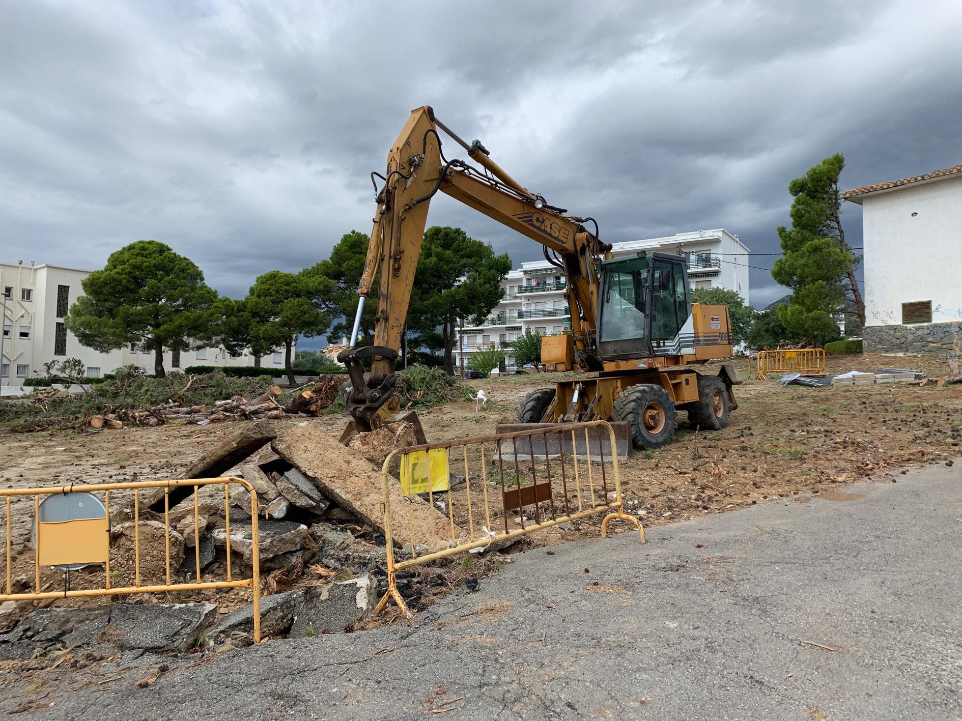 S'inicien les obres de la plaça del Mas Oliva amb zona verda, jocs i àrea d'aparcament