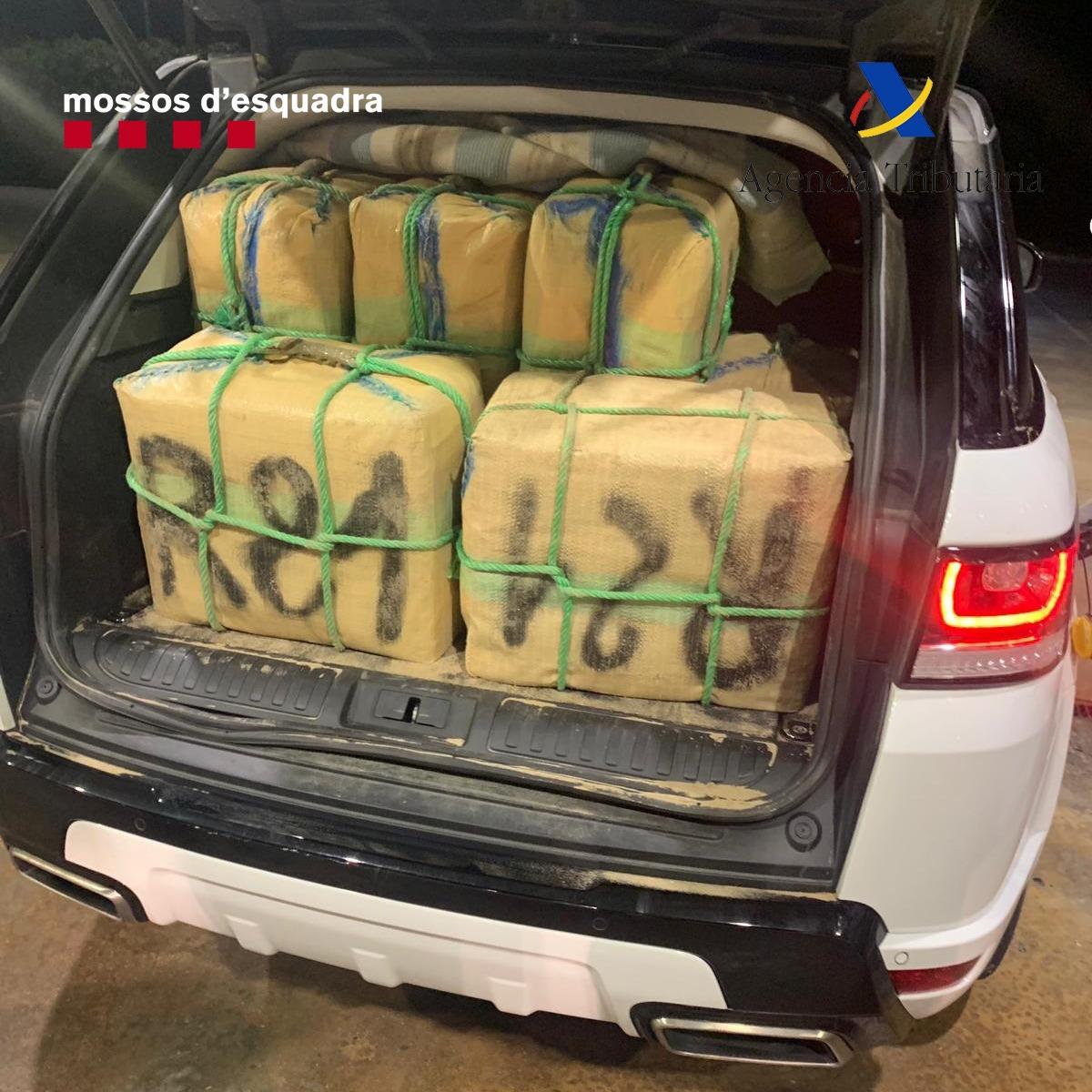 Detinguts dos homes a la Jonquera quan transportaven 500 quilos d'haixix per l'AP-7