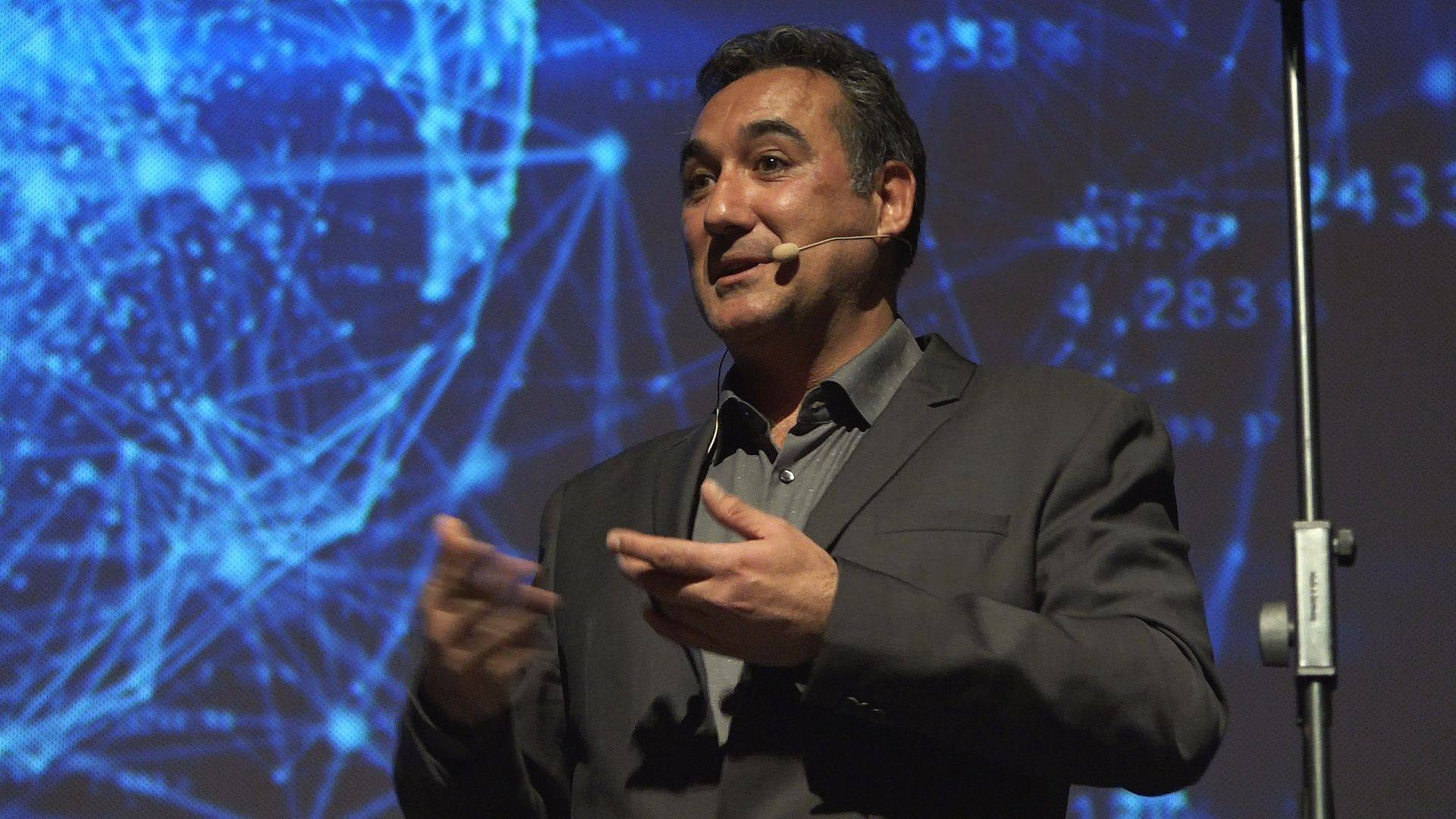 L'expert informàtic Bruno Pérez ofereix a Roses una xerrada sobre smartcities i vigilància digital
