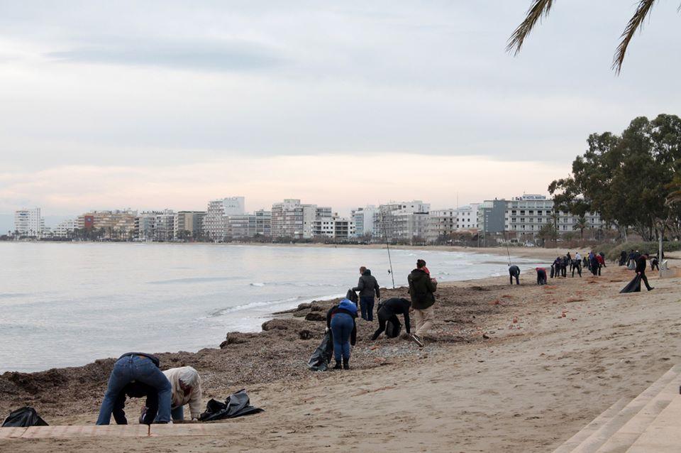 Roses és volca en la recollida de plàstics a les platges
