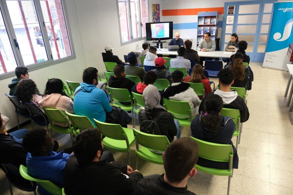 Trenta-cinc joves enceten la desena edició del projecte Okup'Alt