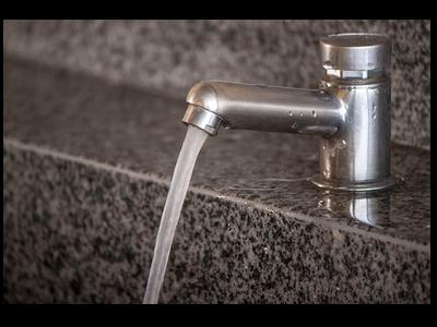 La meitat el cànon de l'aigua per a usuaris domèstics i activitats econòmiques
