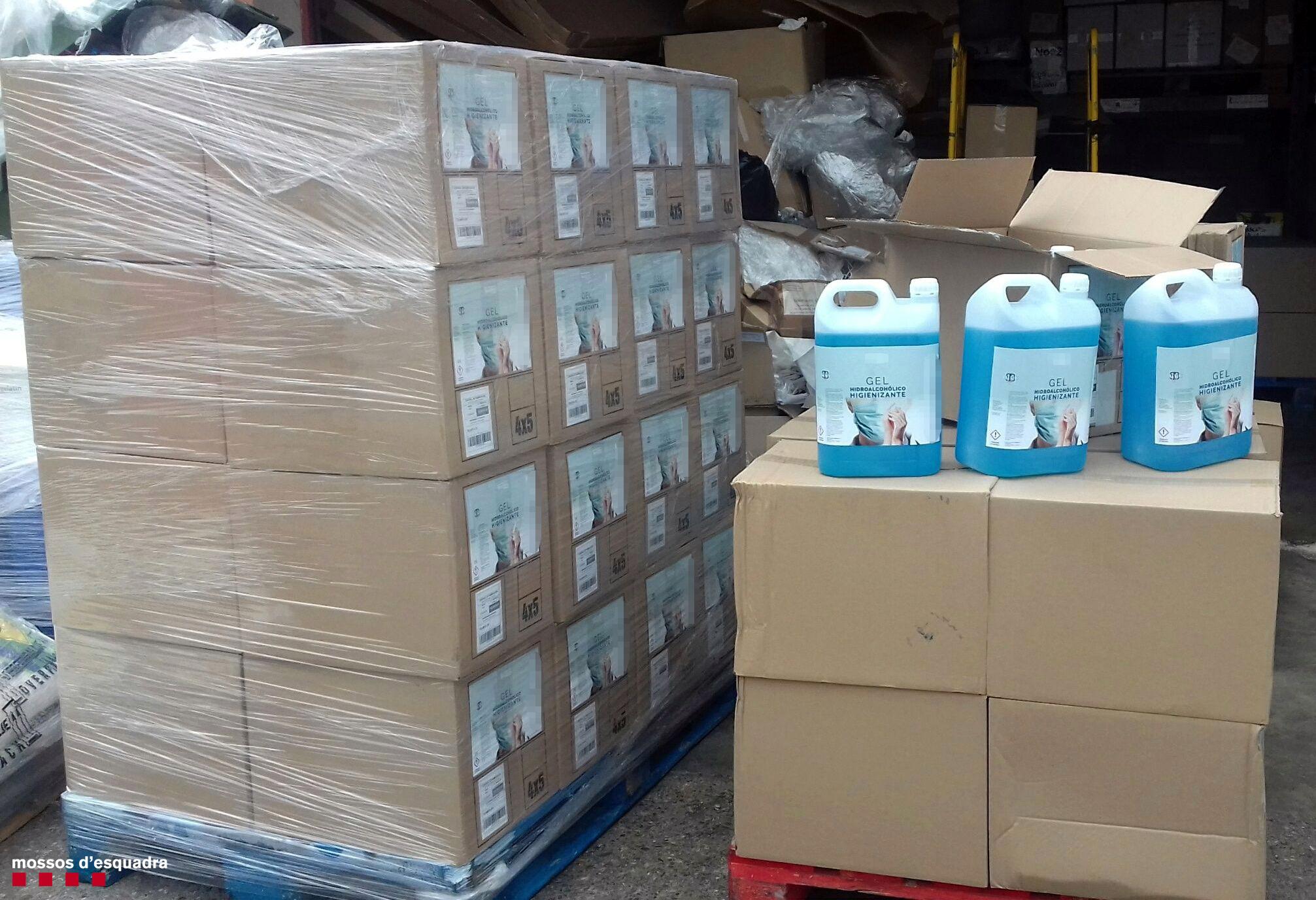 Els Mossos d'Esquadra immobilitzen més de 1.600 litres d'un fals gel hidroalcohòlic higienitzant