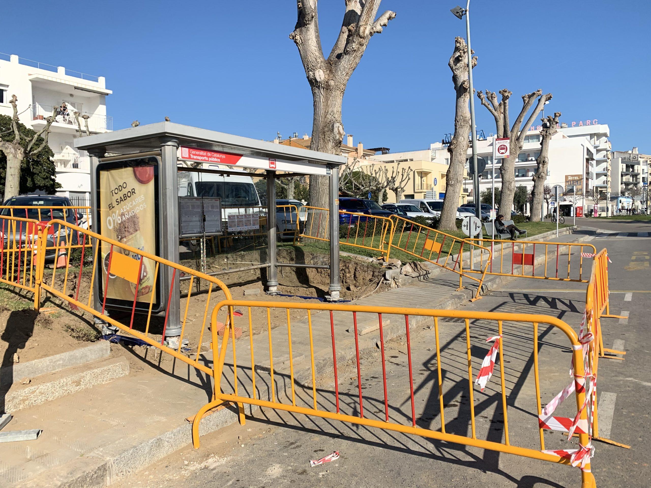 Trasllat de la parada i marquesina del servei de bus interurbà