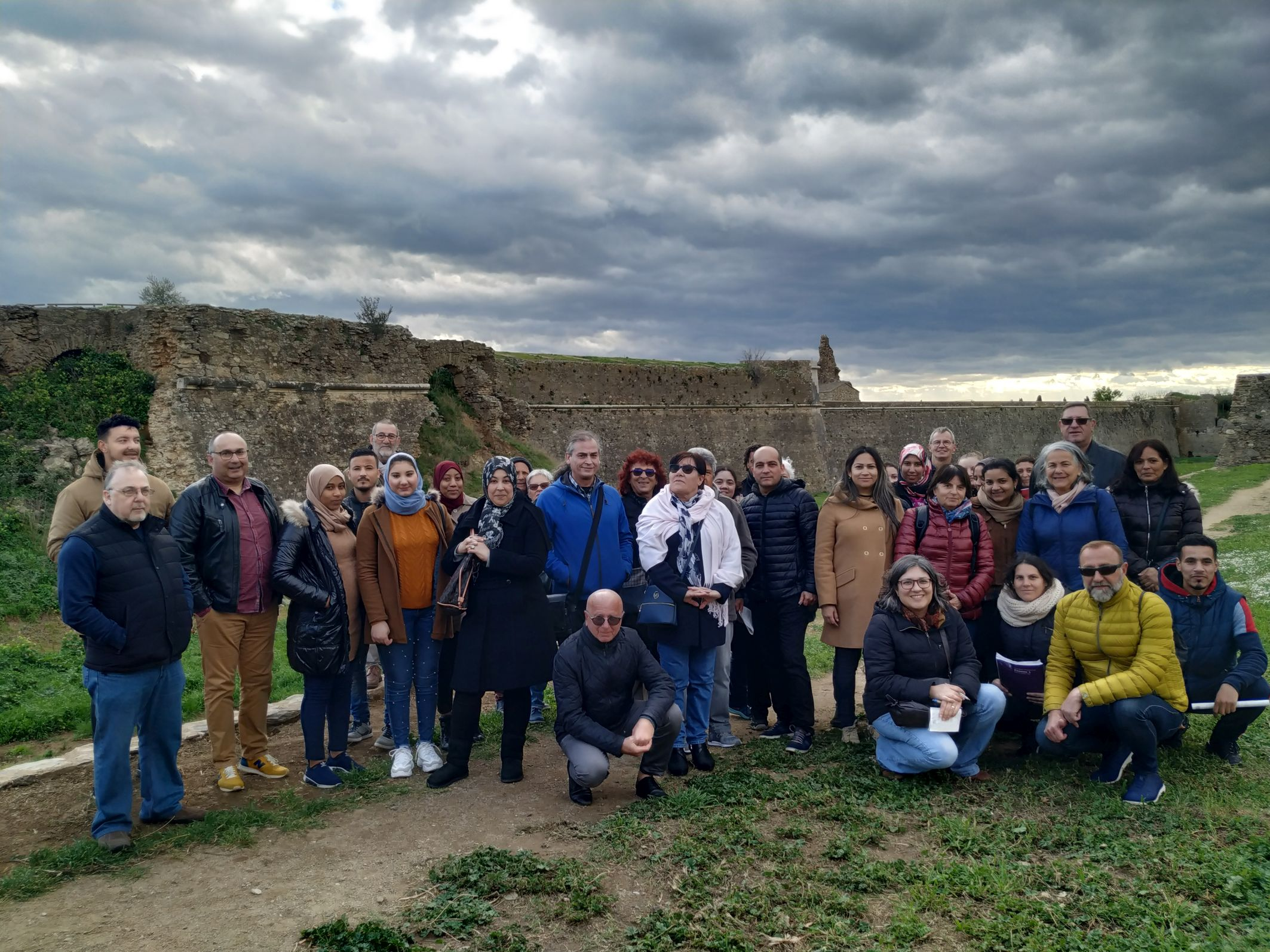 La Ciutadella des de fora, amb l'alumnat i les parelles lingüístiques de l'Oficina de Català de Roses
