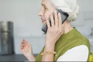 Benestar Social posa en marxa un dispositiu especial per donar suport telefònic als majors de 70 anys de la comarca