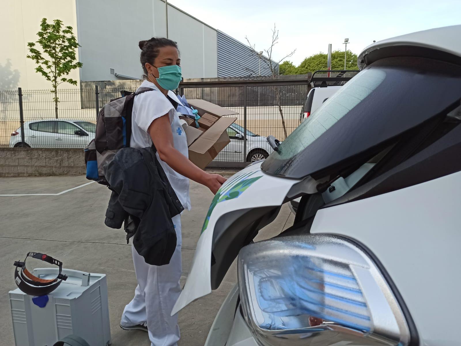 Un equip de l'atenció primària fa les extraccions de mostres per fer la prova del Covid a residències i domicilis particulars a la Regió Sanitària de Girona