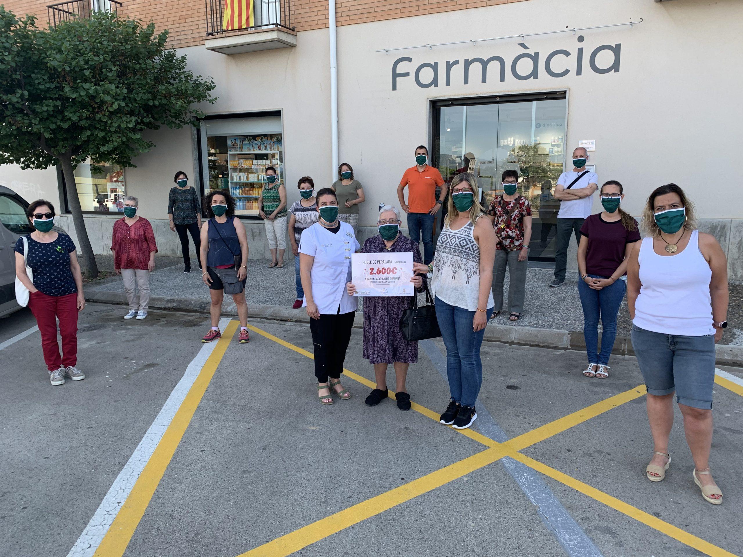 El poble de Peralada fa la donació  de 2.600€ a la Fundació Salut Empordà