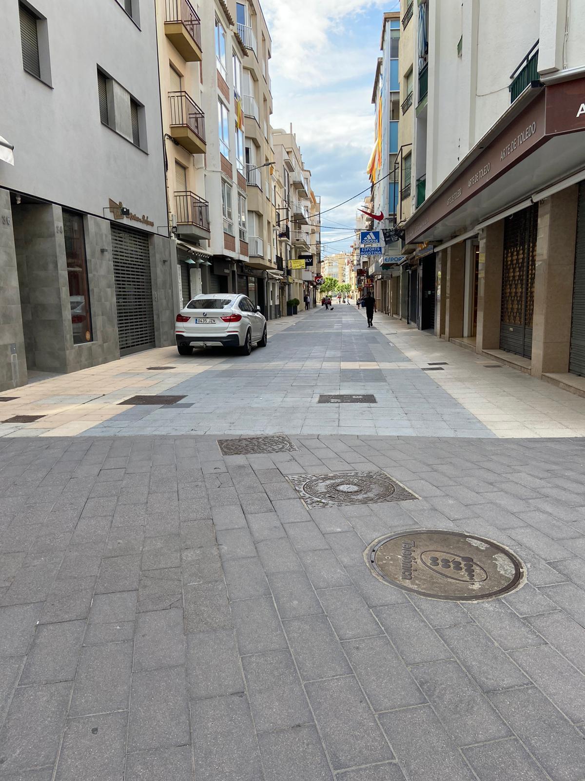 Tancament al trànsit dels carrers peatonals de Roses que es mantenien oberts durant el confinament