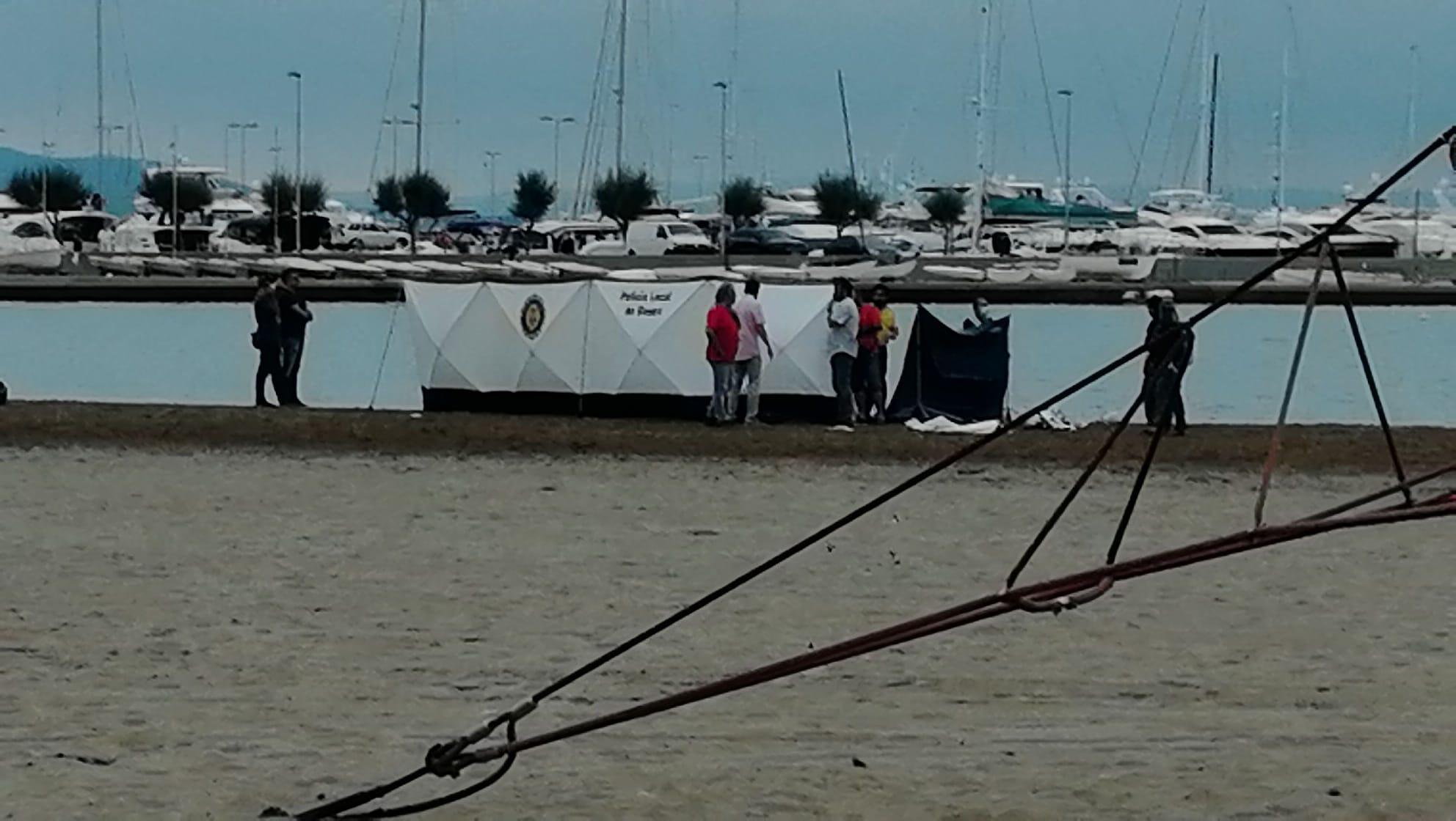 Dos nens en estat crític en ofegar-se a la platja de Roses