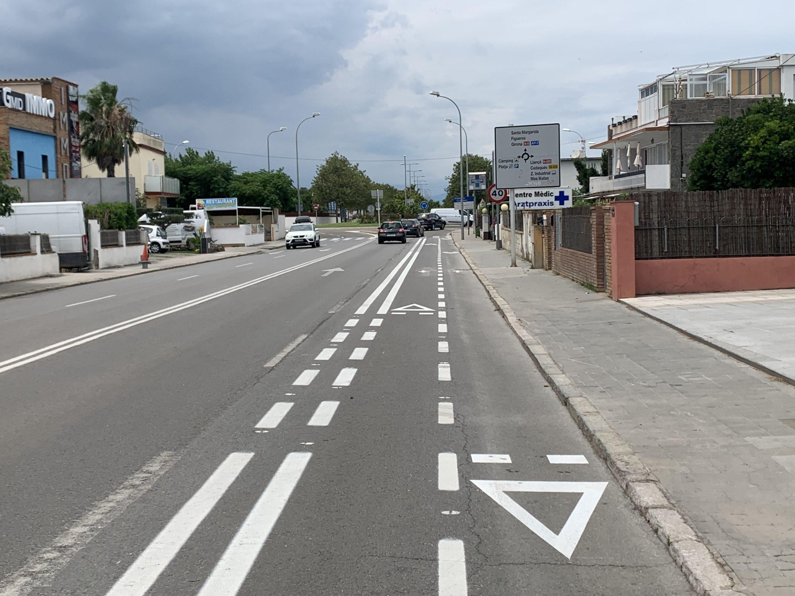Inici dels treballs del nou recorregut ciclista d'entrada a Roses, de 3,5 km