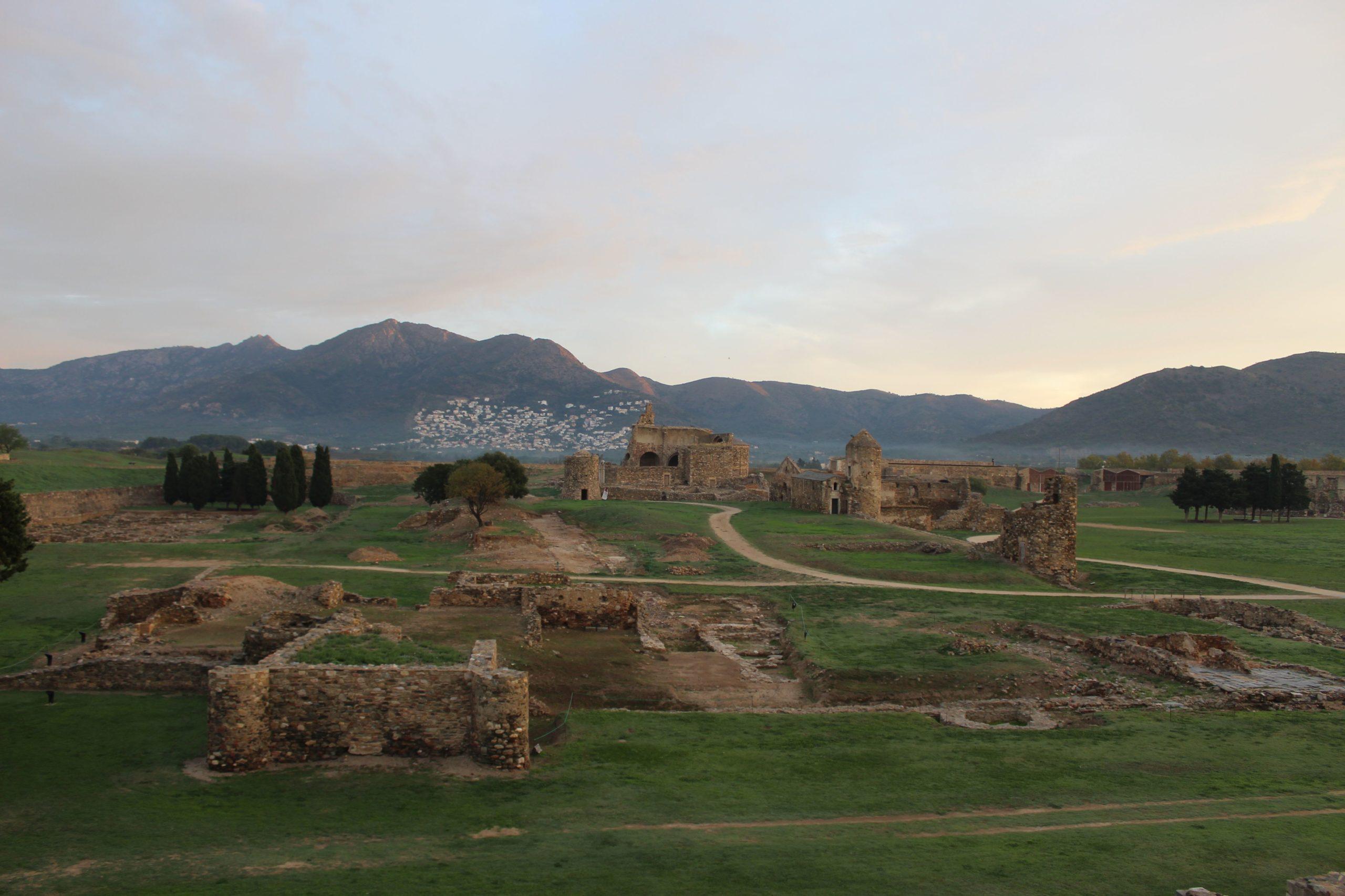 Excavacions arqueològiques a la Vila Medieval de la Ciutadella de Roses