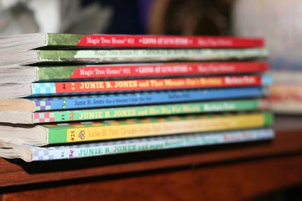 Roses subvenciona la compra de llibres de més de 2.000 alumnes rosincs