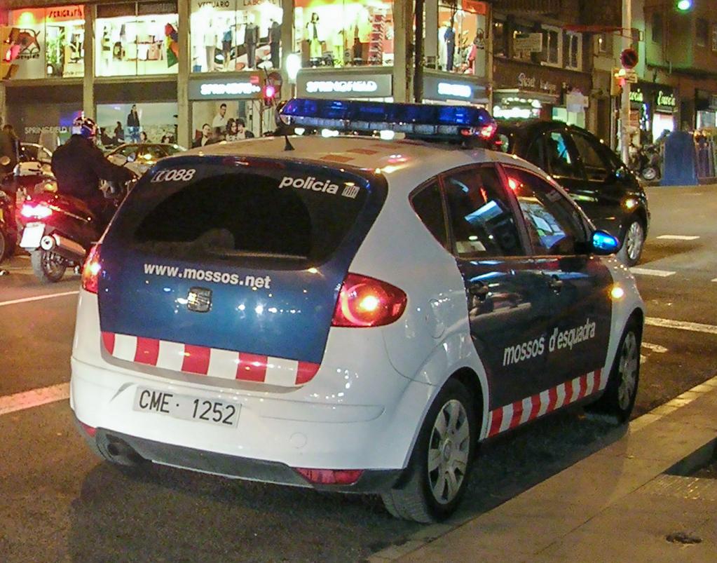 Els Mossos d'Esquadra detenen un camioner a La Jonquera (Alt Empordà) per circular per l'AP-7 amb una taxa d'alcoholèmia penal