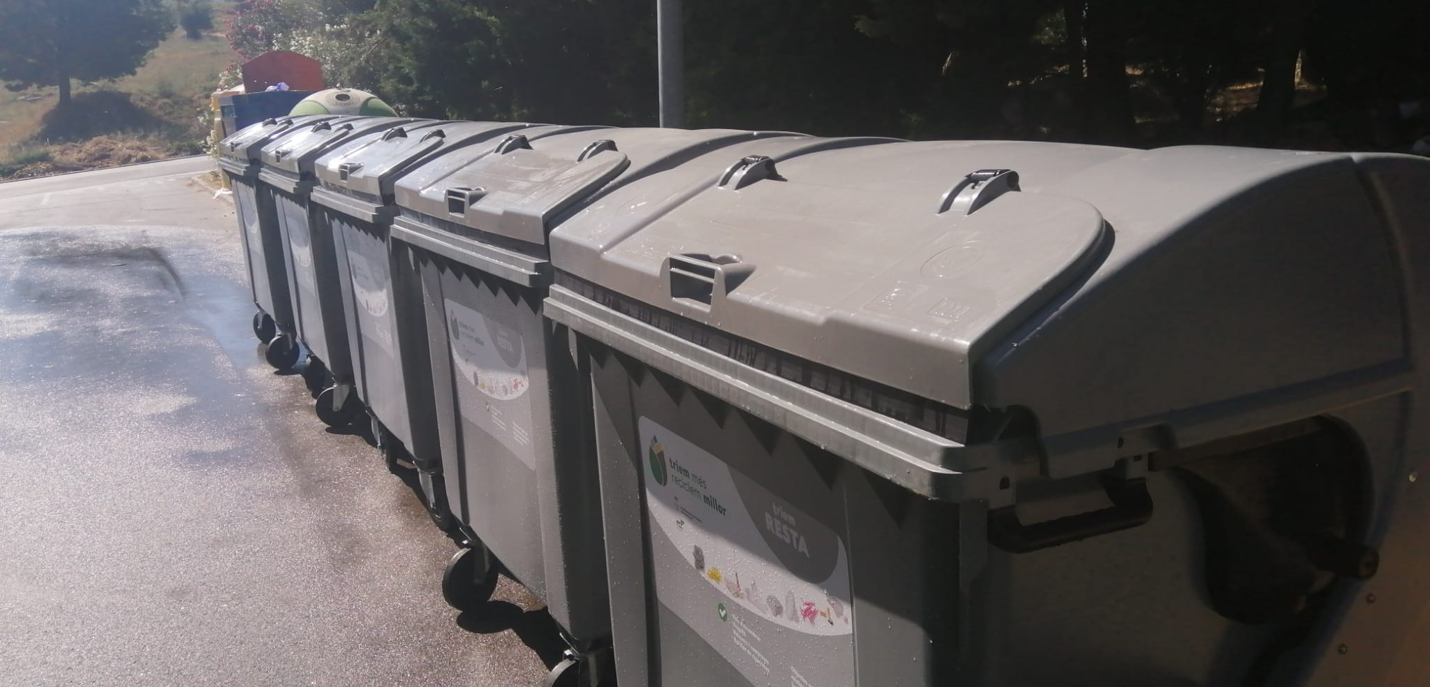 Roses inicia la renovació dels contenidors de residus amb la substitució de 432 contenidors de rebuig