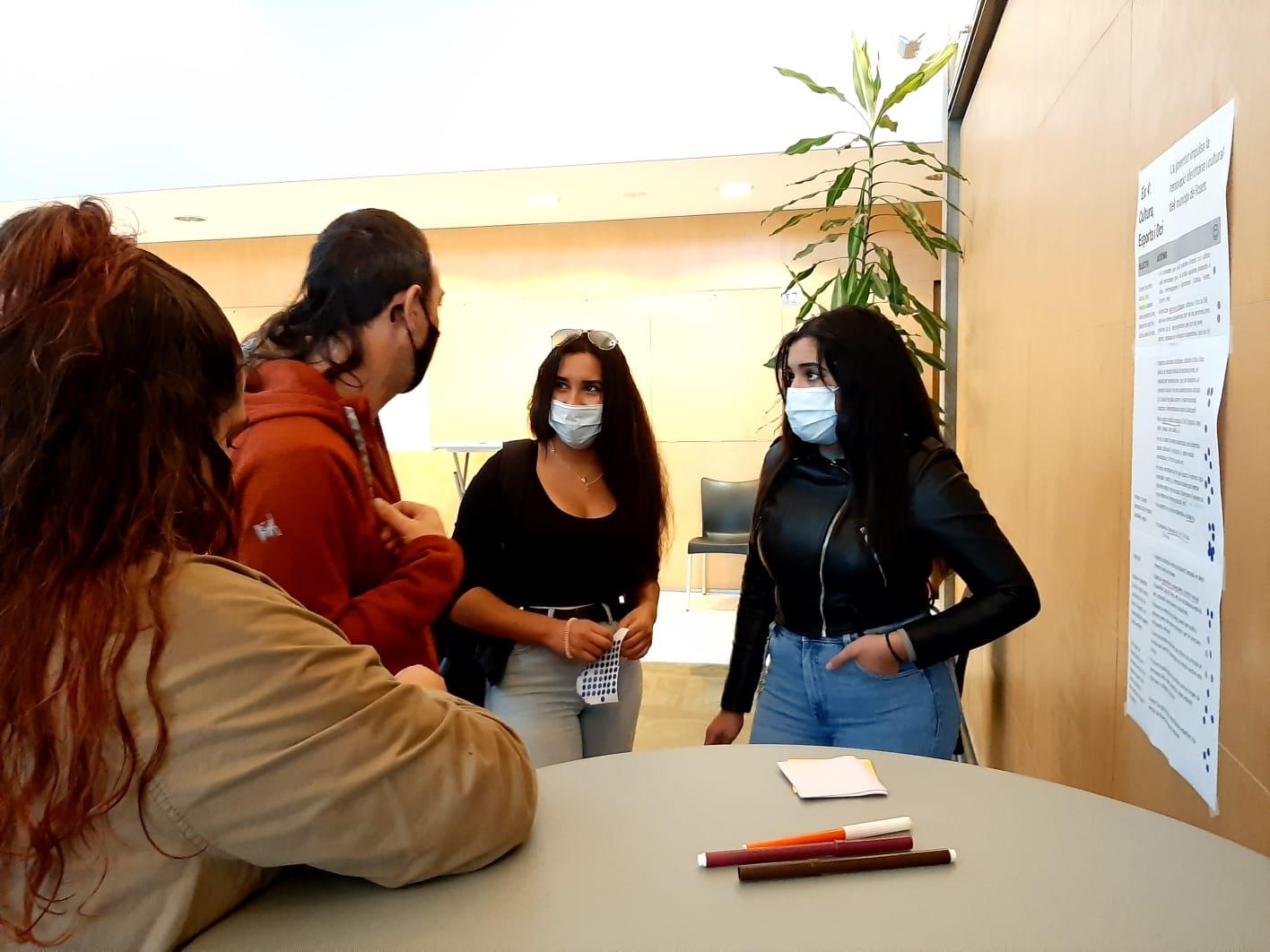 El Pla Local de Joventut presenta els seus eixos i objectius a valoració dels joves i ciutadania de Roses