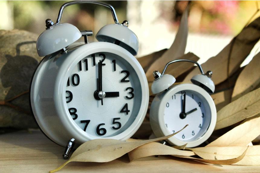 Demà endarrerirem una hora el rellotge per adaptar-nos al nou horari d'hivern
