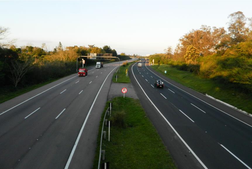Denunciat penalment un home a l'Alt Empordà per conduir temeràriament a 221 km/h en una via limitada a 90 km/h i publicar-ho a internet