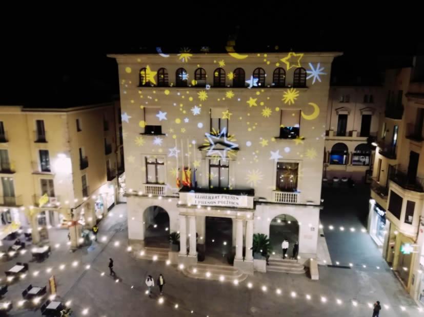 Figueres estén el Nadal als barris de la ciutat duplicant la il·luminació nadalenca