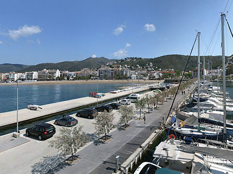 Un detingut a Roses en intentar robar un vehicle al Port Esportiu