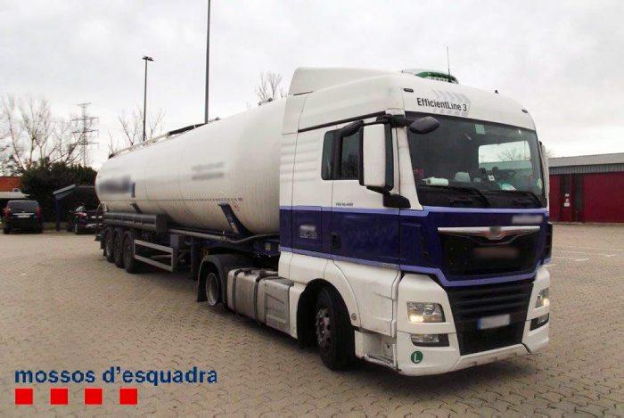 Els Mossos d'Esquadra detenen a l'Alt Empordà el conductor d'un camió per circular en contra direcció sota els efectes de l'alcohol