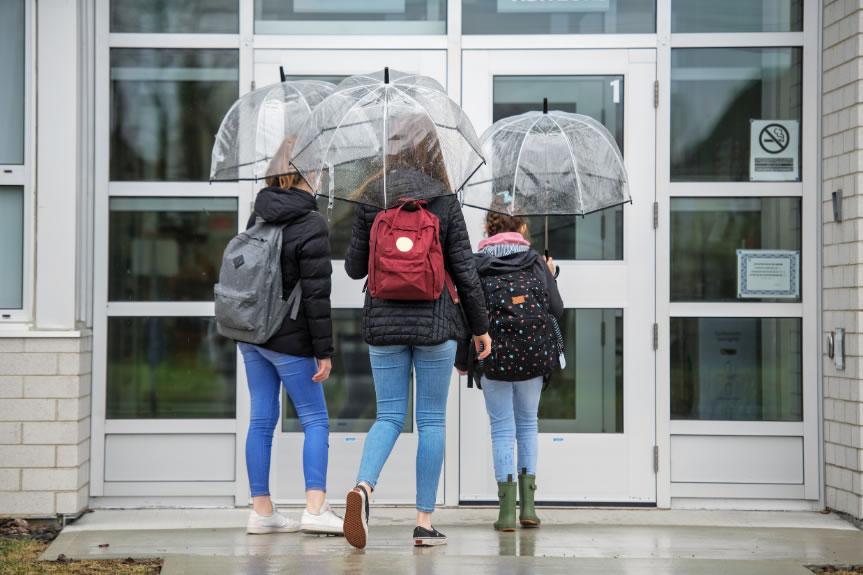 Augmenten lleugerament els casos de covid a les escoles de Roses