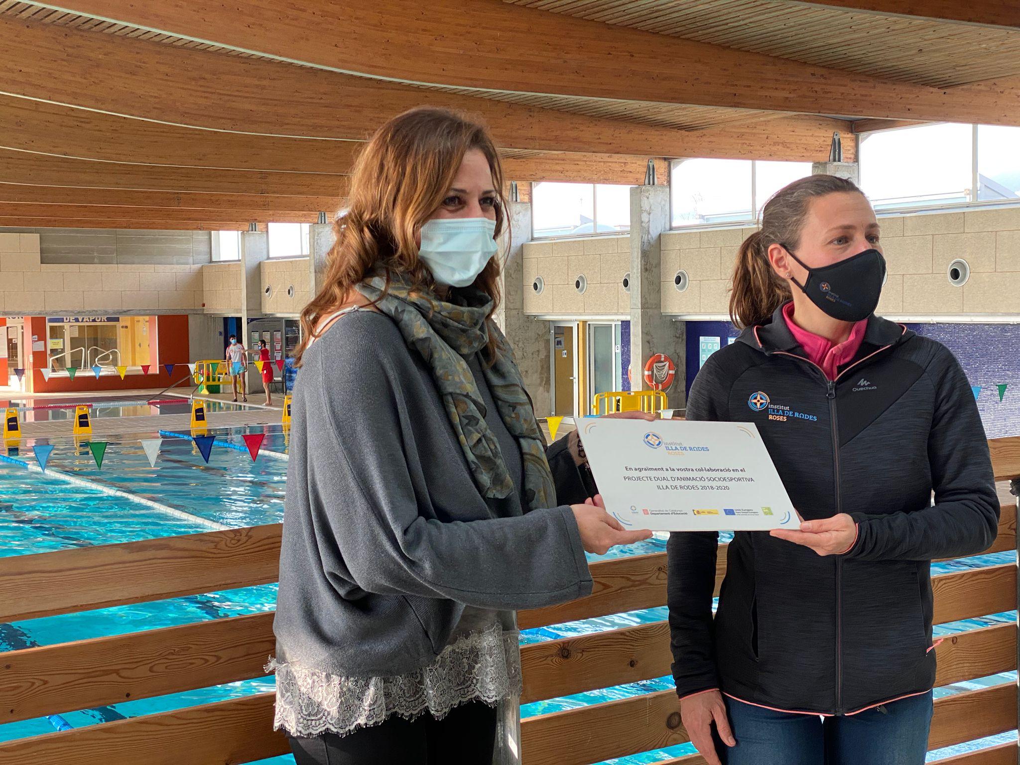 L'Institut Illa de Rodes reconeix la Piscina Municipal per la seva col·laboració amb el cicle d'ensenyament i animació socioesportiva