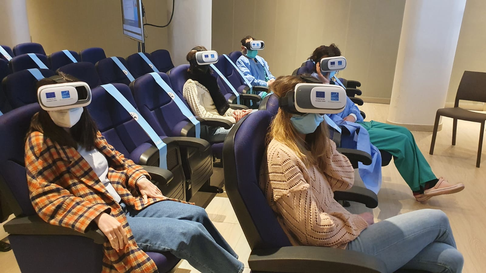 Un centenar de professionals de l'Hospital Trueta s'han format amb realitat virtual per atendre pacients amb Covid-19 en estat greu