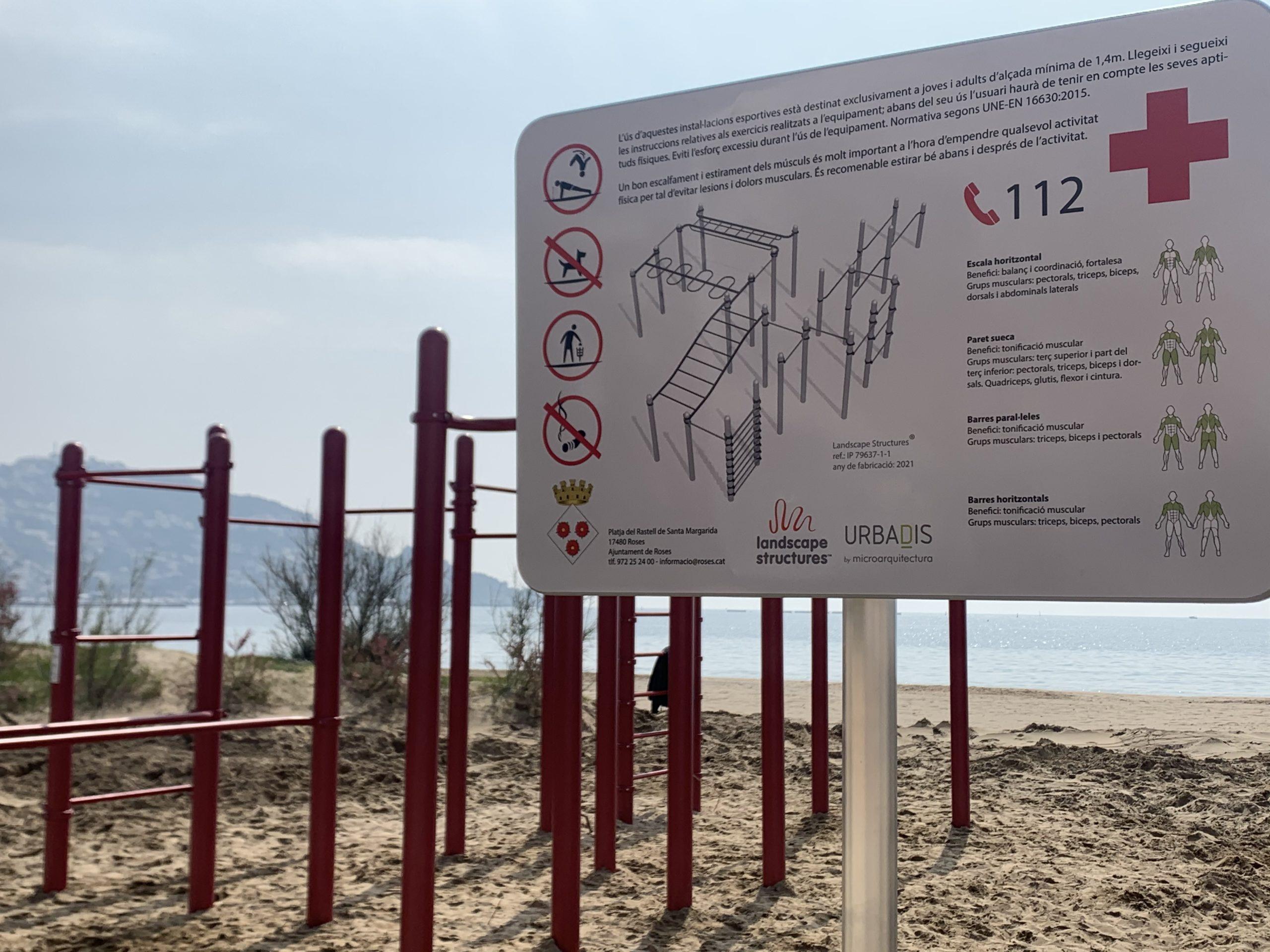 La platja de Santa Margarida augmenta la seva oferta esportiva amb una àrea de fitness street workout
