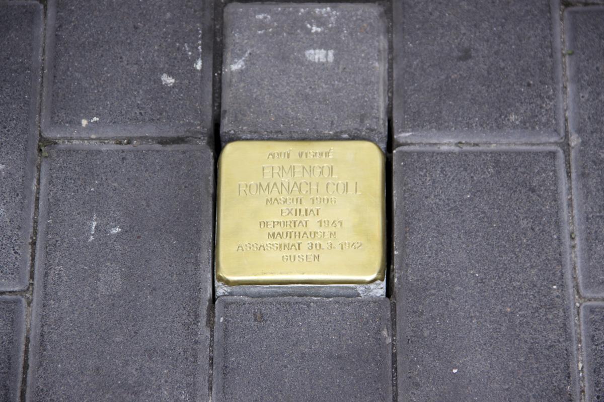 Roses col·loca una llamborda stolpersteine en memòria d'Ermengol Romañach, víctima de l'Holocaust