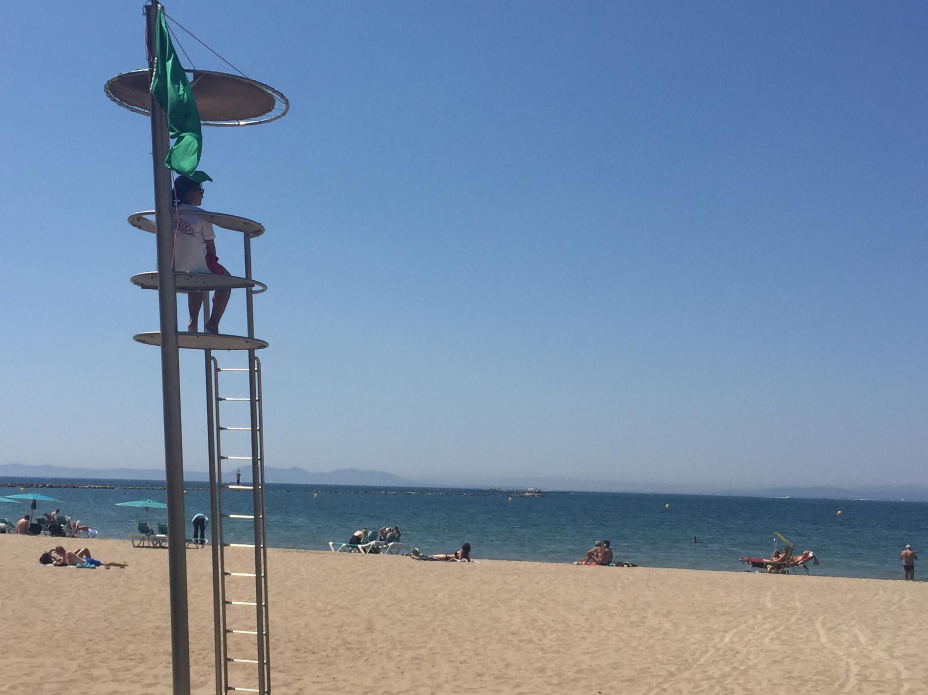 Inici del servei de vigilància, salvament i socorrisme a les platges de Roses
