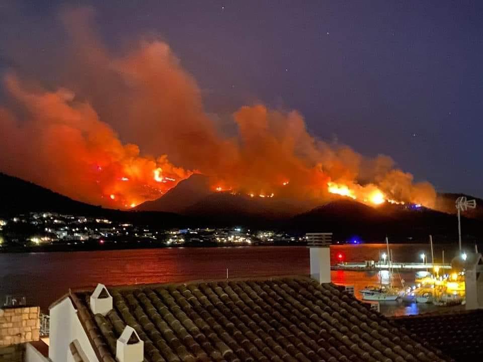 L'Incendi de Llançà ja ha cremat 400 hectàrees