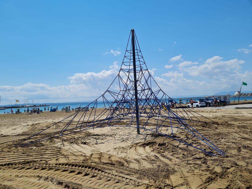Substitució de les xarxes dels jocs infantils de les platges de la Punta i de Santa Margarida